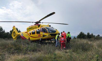 Mobilitazione di soccorsi per un ciclista caduto a Dolcedo