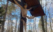 Vandalizzato crocifisso staccate le gambe del Cristo e infilzate nel petto
