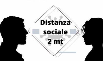 Nuove regole Covid: passano a due i metri di distanza da tenere e quarantena anche per i vaccinati se a contatto con 1 positivo