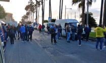 Ambulanti in piazza a Imperia per vedere rispettato il diritto al lavoro