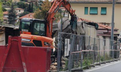 Demolito a Bordighera un magazzino floricolo abusivo