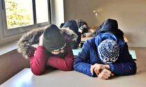 Freddo e senza riscaldamento in classe: alunni e insegnanti a lezione col giubbotto