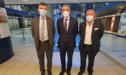 Covid, vaccini e zona rossa: il sottosegretario alla Salute Andrea Costa in visita a Sanremo