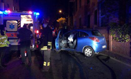 Schianto frontale tra due auto sul Capo Berta, feriti i conducenti