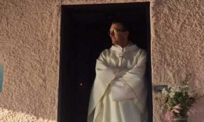 Raccolta di firme online a difesa di Don Giulio, il prete che vuole benedire gli omosessuali