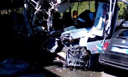 Terribile schianto tra bus e due auto nel Levante Ligure, 15 feriti