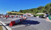 Barriere jersey in Autogrill a Bordighera per impedire ai tir di parcheggiare e ai migranti di salire
