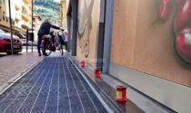Ventimiglia: posati tre lumini dove è stato preso a sprangate Moussa Balde