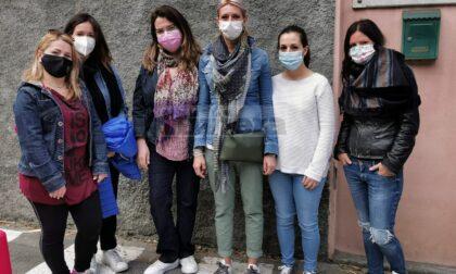 """Multe davanti a scuola, la protesta dei genitori a Bordighera: """"Abbiate buon senso"""""""