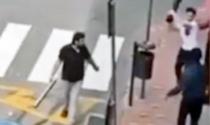 Migrante preso a sprangate a Ventimiglia, rintracciati i tre aggressori. Il video choc