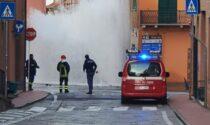 Un geyser a Imperia: esplode conduttura in via Cascione, in migliaia senz'acqua