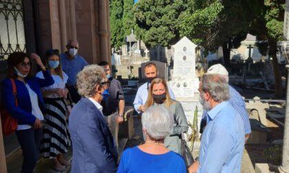 Console Vedrinskaja in visita al cimitero monumentale della Foce