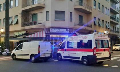 Spinta dal compagno cade e batte la testa: 40enne trasferita all'ospedale Santa Corona