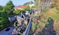 Sbatte contro guardrail: auto con 4 a bordo si ribalta sotto strada a Bordighera