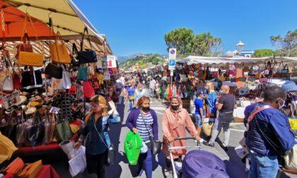 Senza obbligo di tamponi i francesi tornano a ripopolare il mercato del venerdì