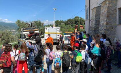 Bimbi in visita al Nucleo Protezione Civile a Monte Calvario