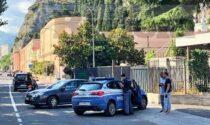 Tentato furto nella bottiglieria di via Tenda, ladro in fuga, arriva la polizia