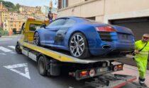 """Polizia sequestra a Ventimiglia una lussuosa Audi R8 """"fantasma"""", giallo sulla provenienza"""