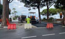 Nuove asfaltature dopo la rimozione delle radici pericolose di pino