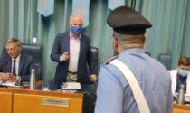 """Blitz dei carabinieri in Consiglio per le mascherine e il sindaco Scajola """"ordina"""" loro di allontanarsi"""