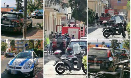 Blitz di carabinieri e vigili del fuoco a Ospedaletti per prelevare una persona in casa