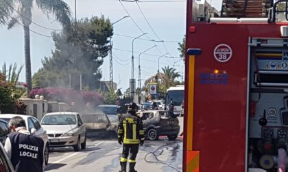 Tragico schianto tra una moto e due auto in fiamme sull'Aurelia