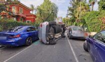 Bordighera: sbanda in rettilineo col Mercedes, si ribalta e danneggia almeno 3 auto