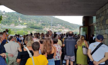 Assalto all'hub di Camporosso: 700 persone in coda per 400 dosi di vaccino