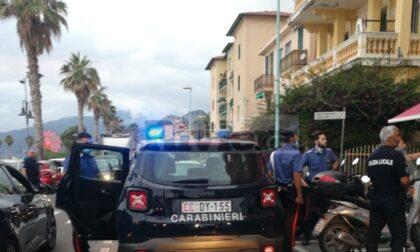 Lite sul lungomare di Ventimiglia, intervengono i carabinieri