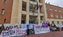 """""""Ventimiglia, vergogna, sei peggio di una fogna"""": i no border manifestano per la solidarietà ai migranti"""
