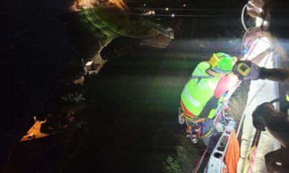 Migrante cade in precipizio e resta aggrappato a un albero: ricoverato al Santa Corona