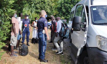 Commercio abusivo: blitz della polizia locale a Diano Marina  sugli autobus