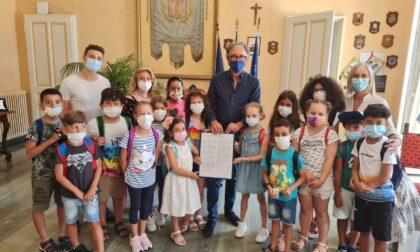 Bambini e ragazzi dell'IC Calvino di Sanremo incontrano  i rappresentanti delle istituzioni cittadine