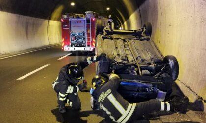 Auto si cappotta in galleria sull'Aurelia Bis a Sanremo, un ferito