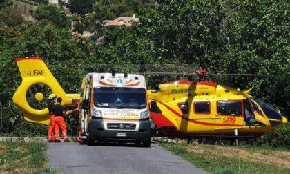 Donna investita da furgoncino a Ventimiglia in elisoccorso al Santa Corona