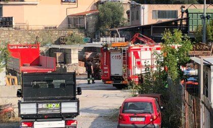 Incendio nella notte in deposito edile di Chiusanico
