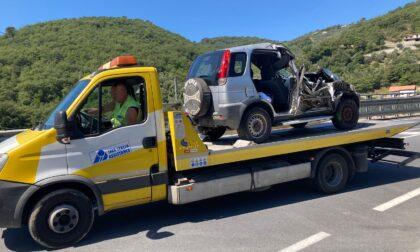Tragico schianto in auto sulla statale 28, muore una donna