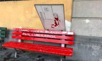 Atto vandalico alla panchina rossa di piazza Dante