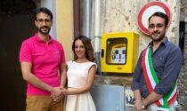 Sposi donano un defibrillatore al Comune in occasione delle nozze