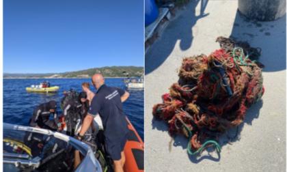 Guardia costiera recupera oltre 50 kg di reti fantasma in mare a Cervo