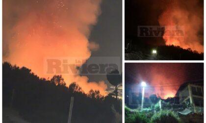 Inferno di fuoco a Grimaldi-Mortola: allontanate alcune famiglie nella notte, in arrivo canadair