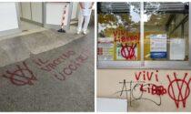 Scritte No Vax all'ingresso del distretto sanitario di Ventimiglia. Foto