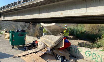 Migranti: Comune rimuove un altro dormitorio abusivo sul lungo Roya