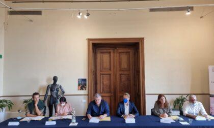 """Attesa a Villa Ormond per il progetto """"The Walk"""" con la piccola Amal"""