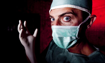Medico dei No vax iniettava soluzione fisiologica, un altro rilasciava Green pass addirittura senza fare il vaccino