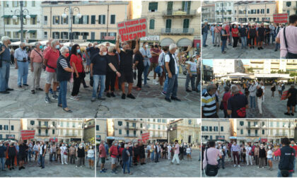 Flash Mob in piazza Colombo per Mimmo Lucano