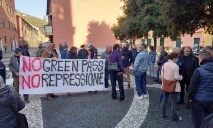 Green Pass, manifestazione di protesta fuori dai cancelli della Fincantieri